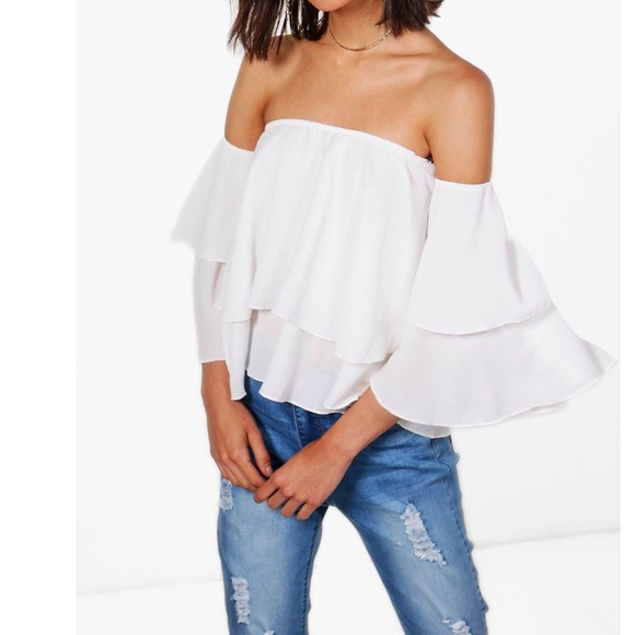 b19dde0a857832 NWT Boohoo Freya off Shoulder frill top